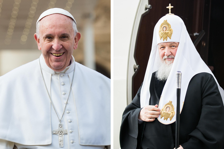 À gauche, le pape François, 79 ans né en Argentine, à la tête d'une Église de 1,2 milliard de catholiques. À droite, le patriarche Cyrille, 69 ans, né en Russie, à la tête d'une Église de 165 millions d'orthodoxes russes