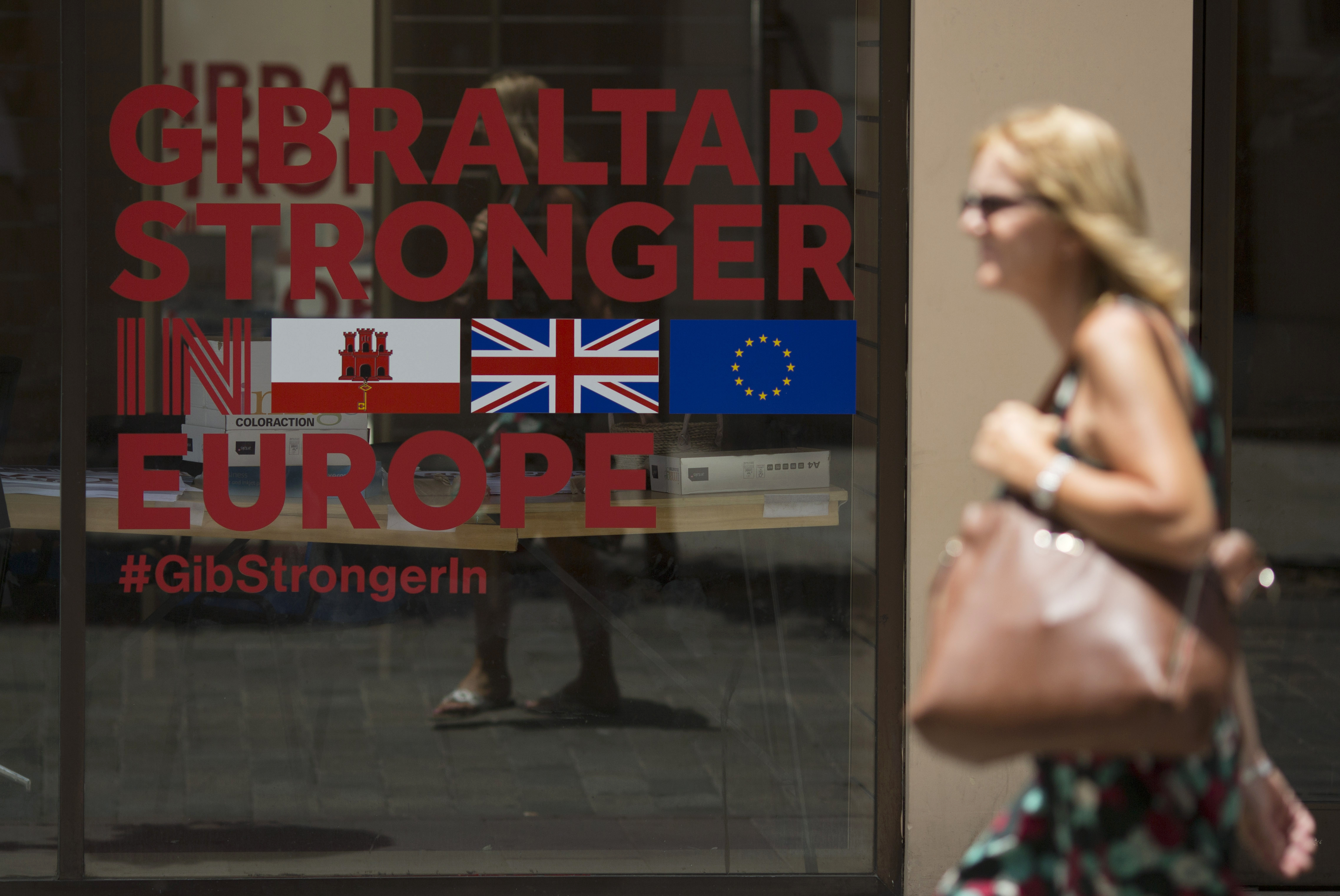 A woman passes by a Remain campaign office one day after after Britain voted to exit the European Union, in Gibraltar on June 24, 2016.   Spain said on June 24, 2016 it was closer to asserting control over Gibraltar after Britain voted to leave the European Union, prompting London to jump to the defence of its overseas territory. / AFP PHOTO / SERGIO CAMACHO
