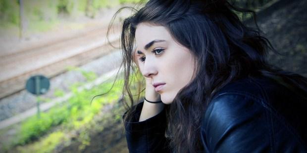 Comment apprécier la vie lorsque tout paraît incertain ? Web3-worried-woman-trouble-pixabay-pd