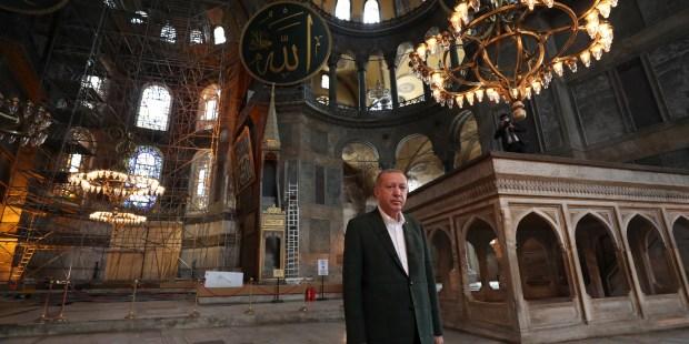 WEB2-TURKEY-ERDOGAN-SAINTE SOPHIE-AFP-000_1VF9UL.jpg