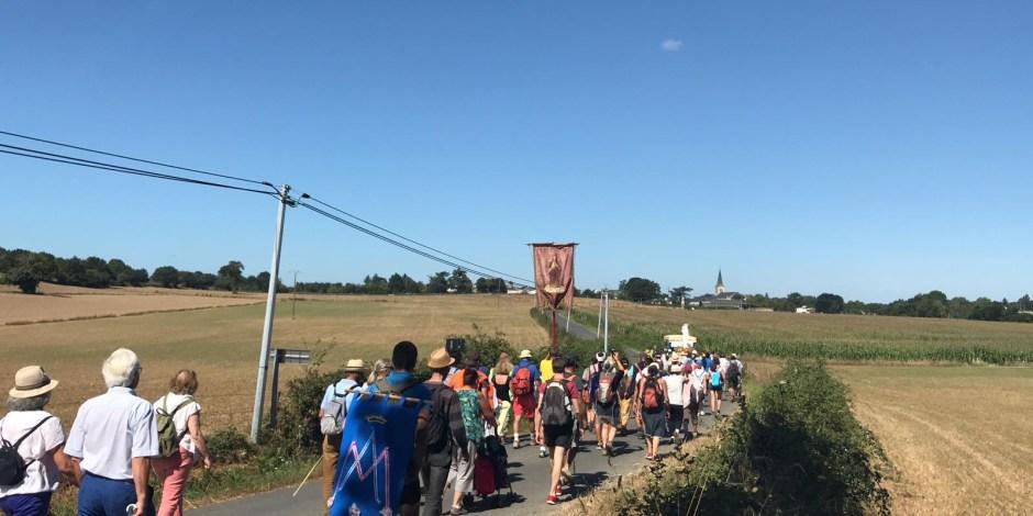 Sur les routes de France, le « M de Marie » et ses milliers de pèlerins M-de-Marie-30-juillet