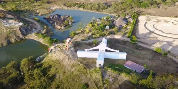 On a retrouvé le plus grand Christ en croix du monde… et il fait 80 mètres ! CRUCIFIX-1